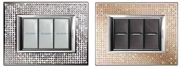 Серията ключове на Axolute на BTicino, част от Legrand Group предлага разнообразие от уникални, оригинални и специално произведени декоративни рамки. Те са инкрустирани с висококачествени елементи SWAROVSKI и са изцяло ръчка изработка.