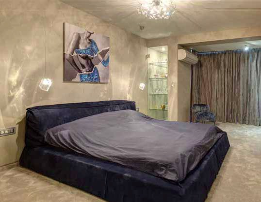 И в спалнята лампите се вписват в цялостната концепция за осветление на апартамента